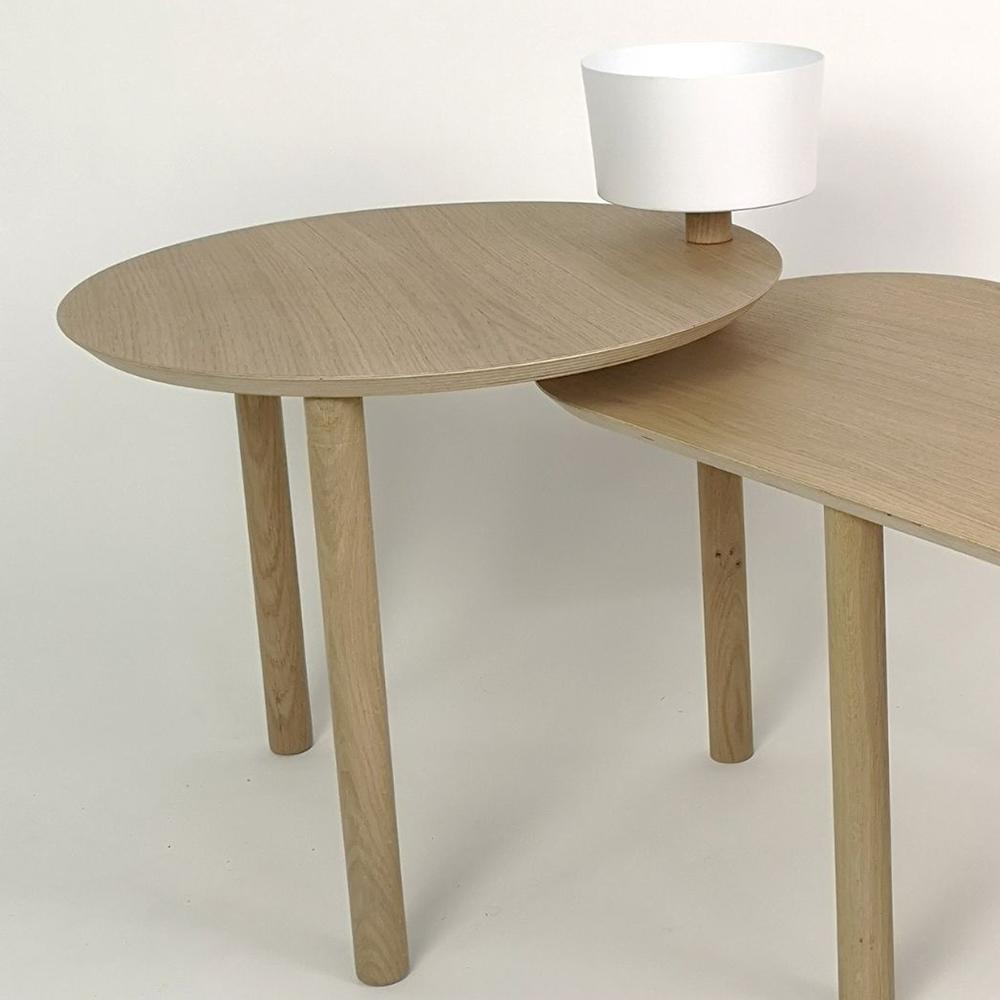 Table basse avec un bol et plateau pivotant en chêne et métal blanc