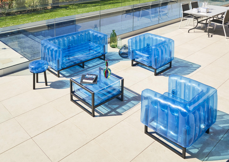 Salon de jardin design 1 canapé, 2 fauteuils et table basse rose