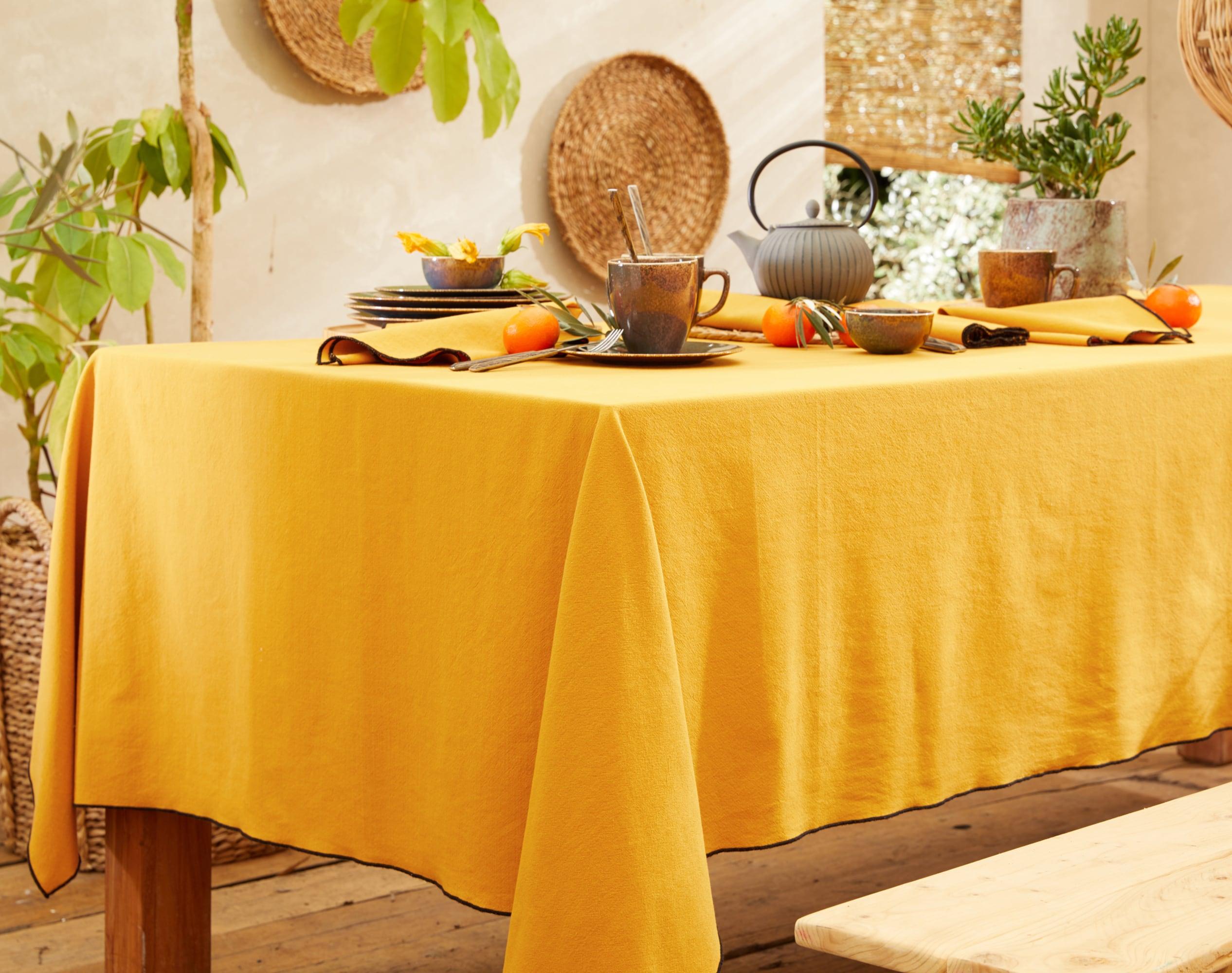 Nappe rectangulaire jaune en coton lavé 160x200