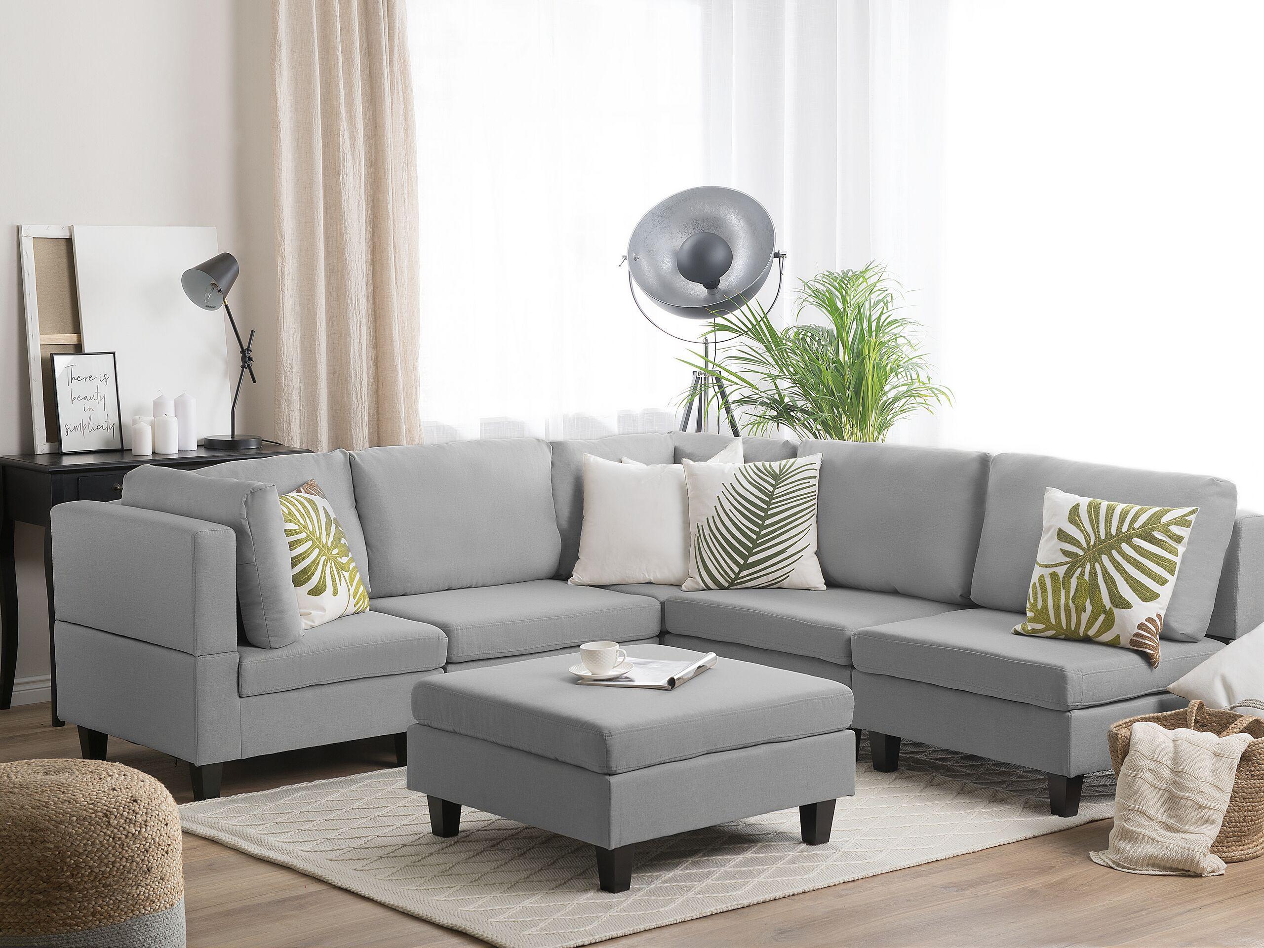 Canapé angle modulable 5 places en tissu gris clair avec pouf ottoman