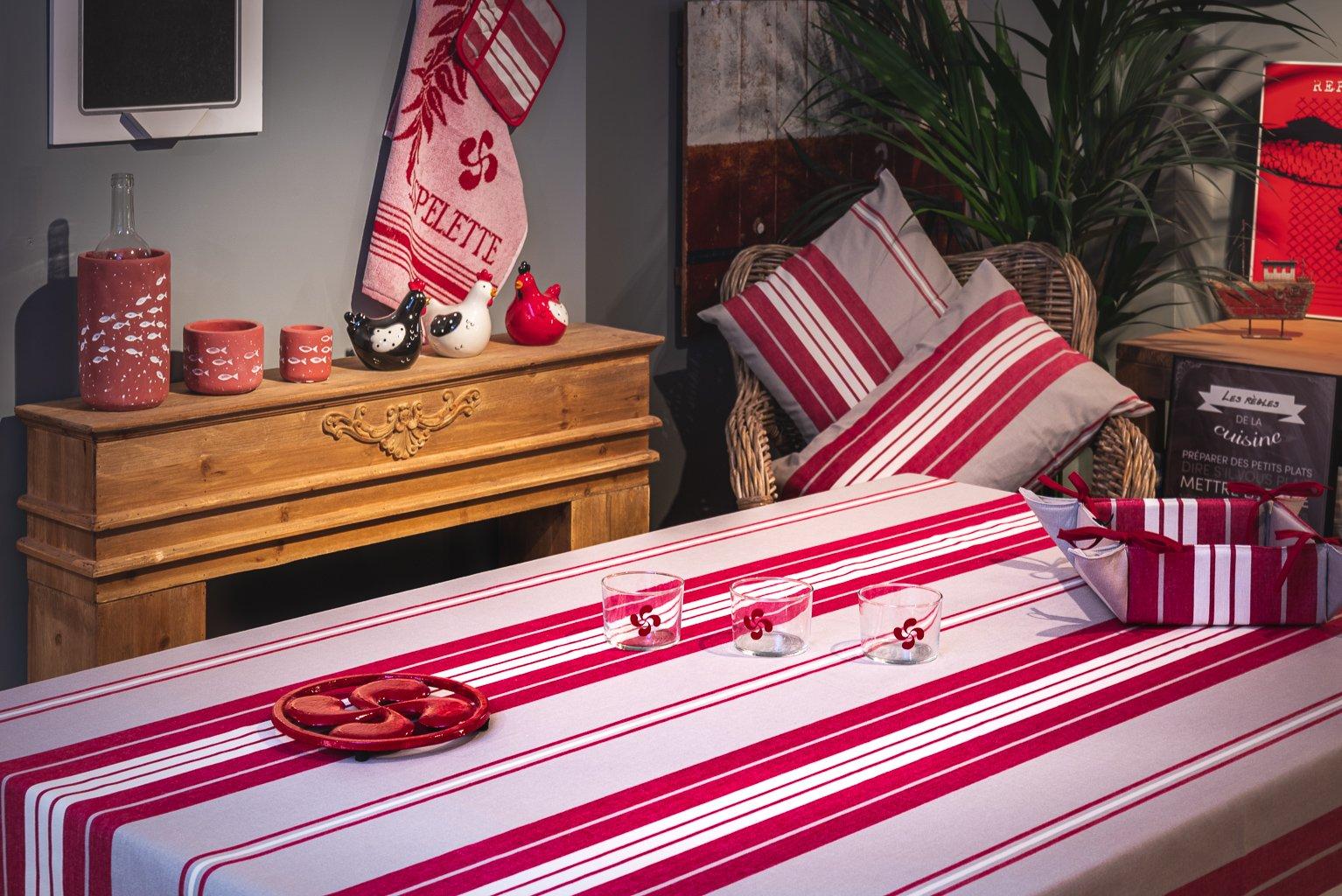 Nappe enduite 100% Coton rouge 250 x 160 cm