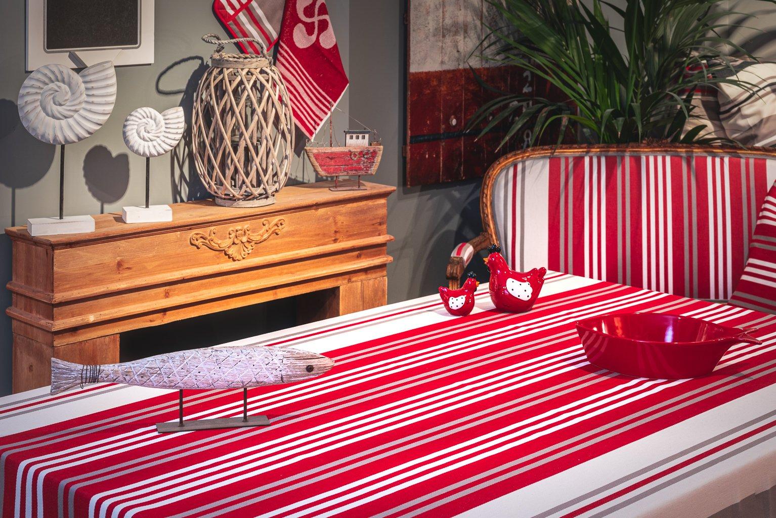 Nappe enduite 100% Coton de satin rouge 350 x 160 cm