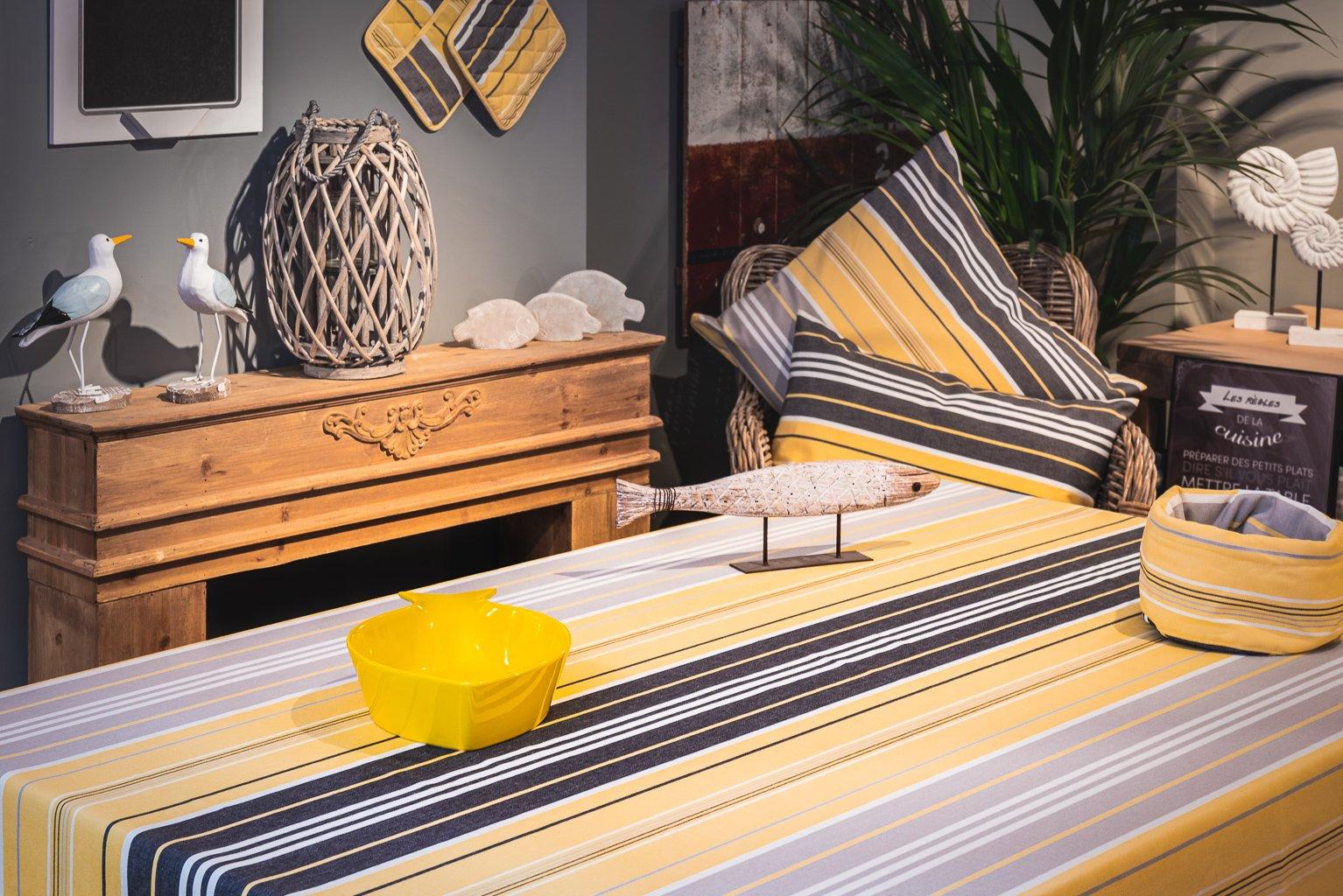 Nappe enduite 100% Coton jaune 350 x 160 cm