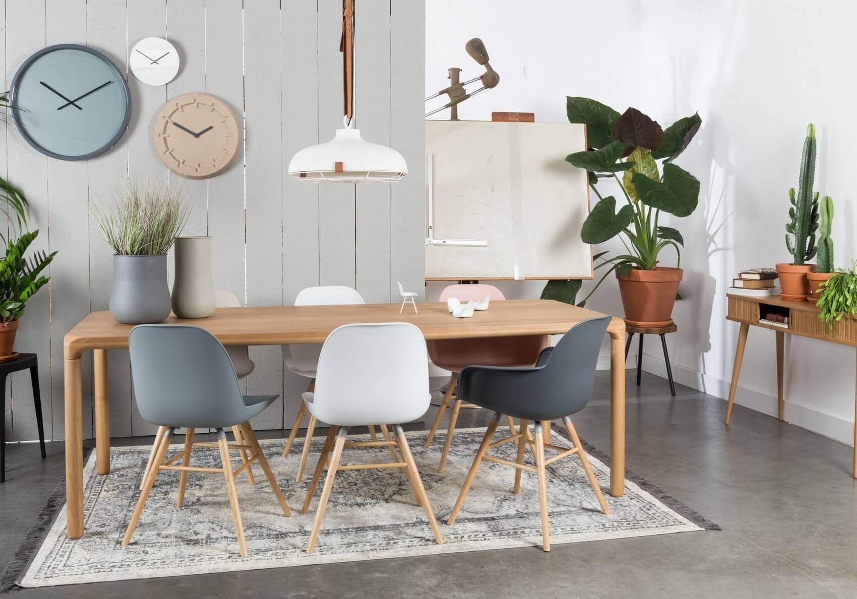 Chaise de table gris clair