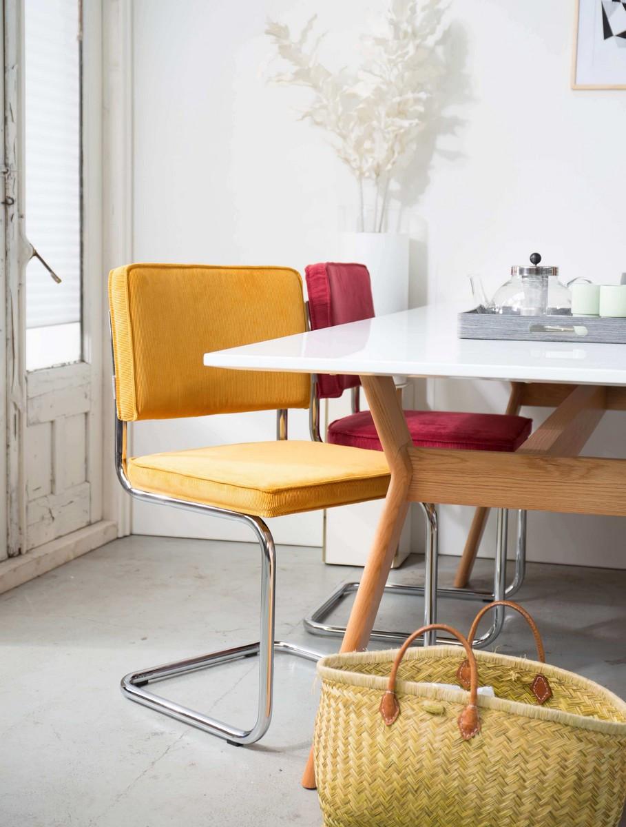 Chaise de repas en velours rouge