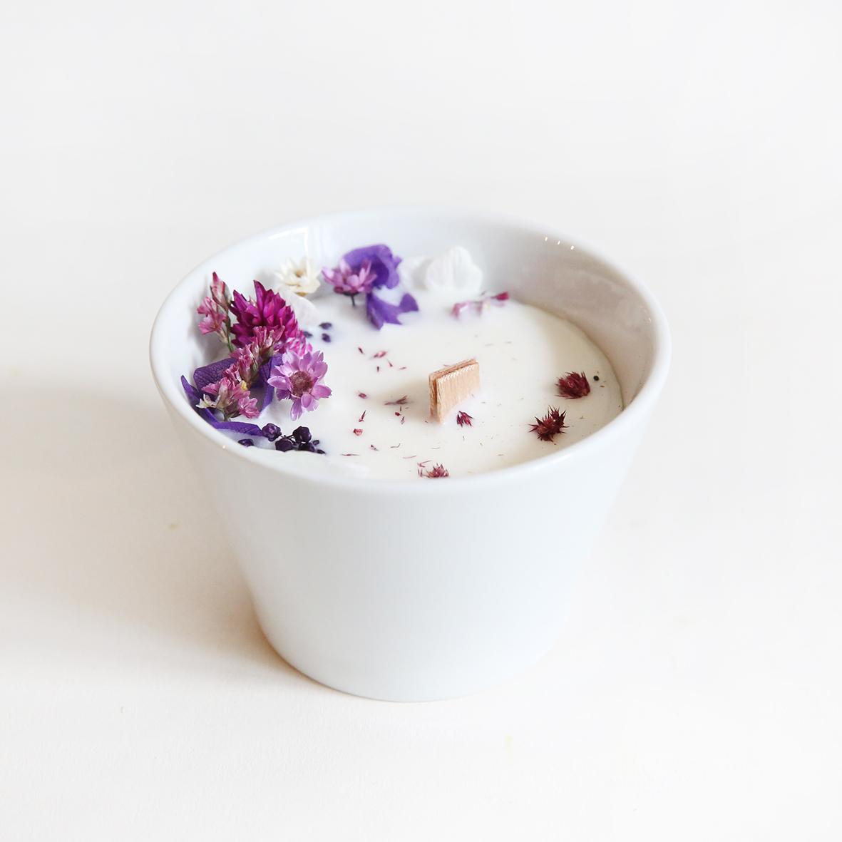 Bougie fleurie cire de soja et fleurs séchées mini violette