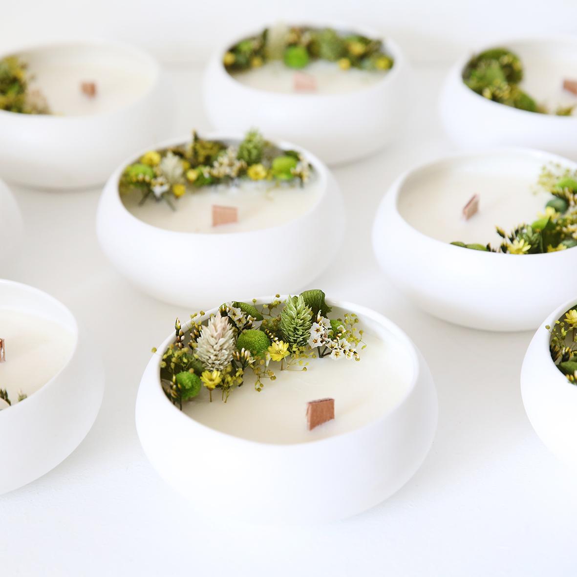 Bougie fleurie cire de soja et fleurs séchées galet safran