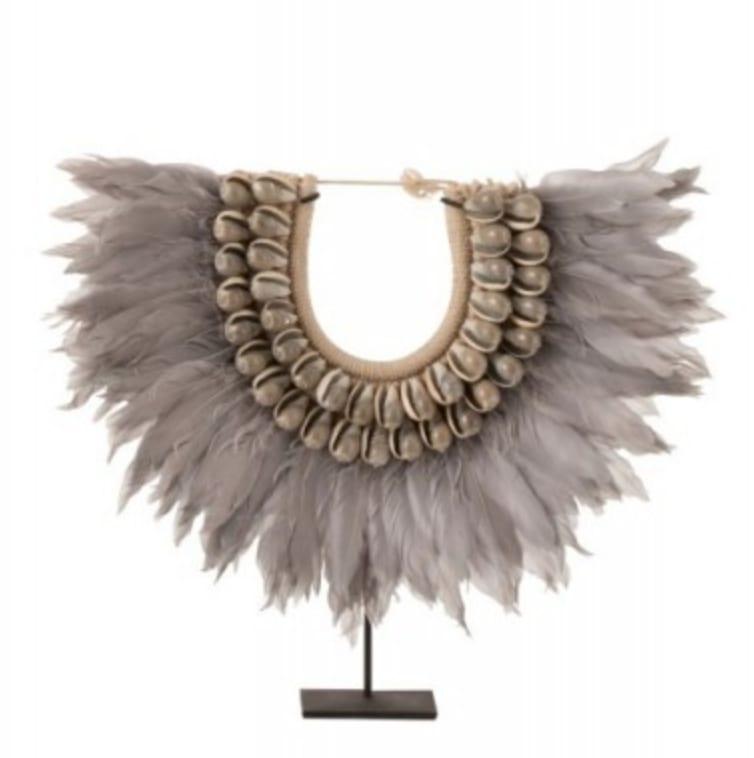 Collier en plumes et coquillages gris H45cm