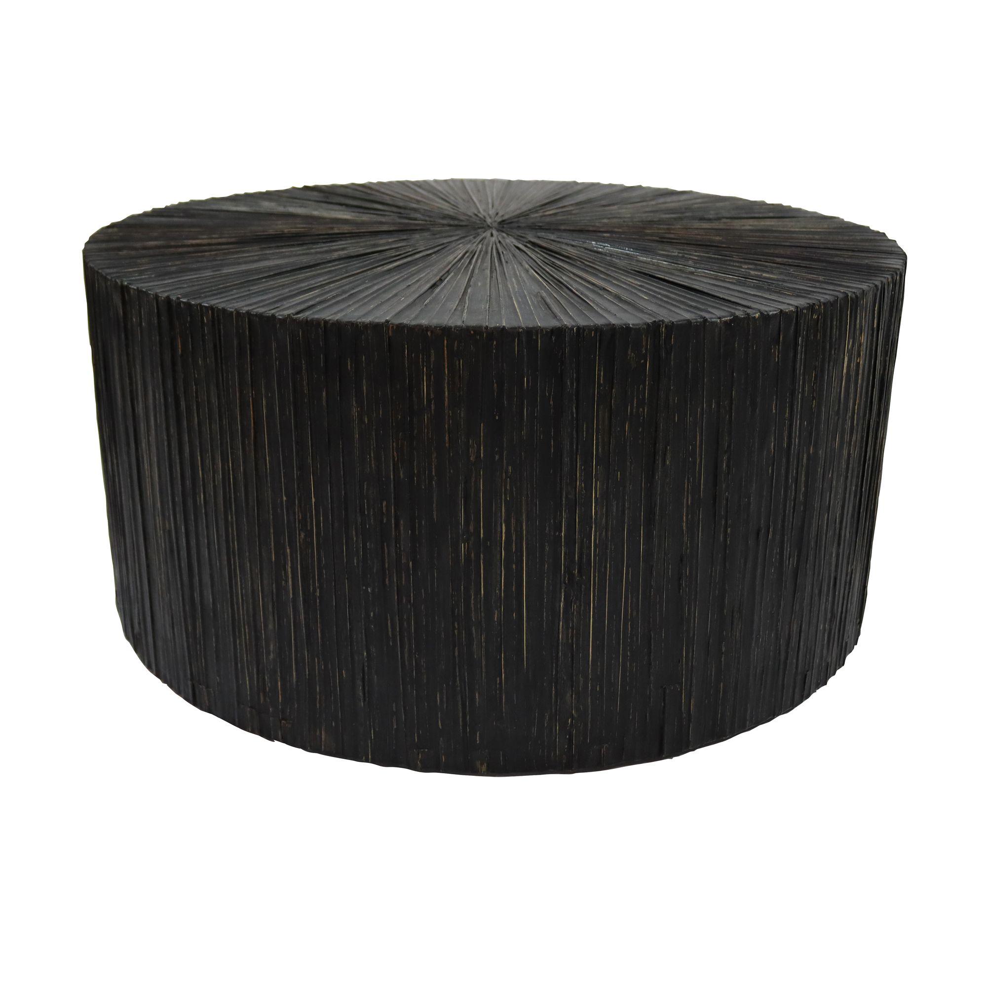 Table basse en bois et feuilles de cocotier