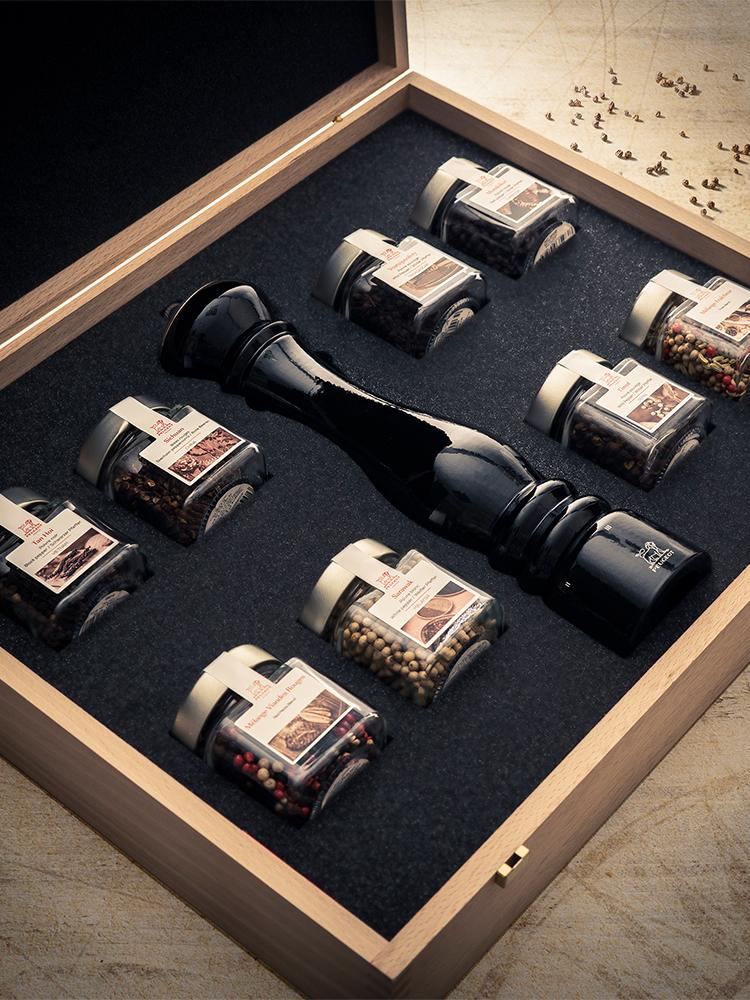 Coffret Prestige Moulin à poivre Paris laqué noir 30cm et 8 poivres
