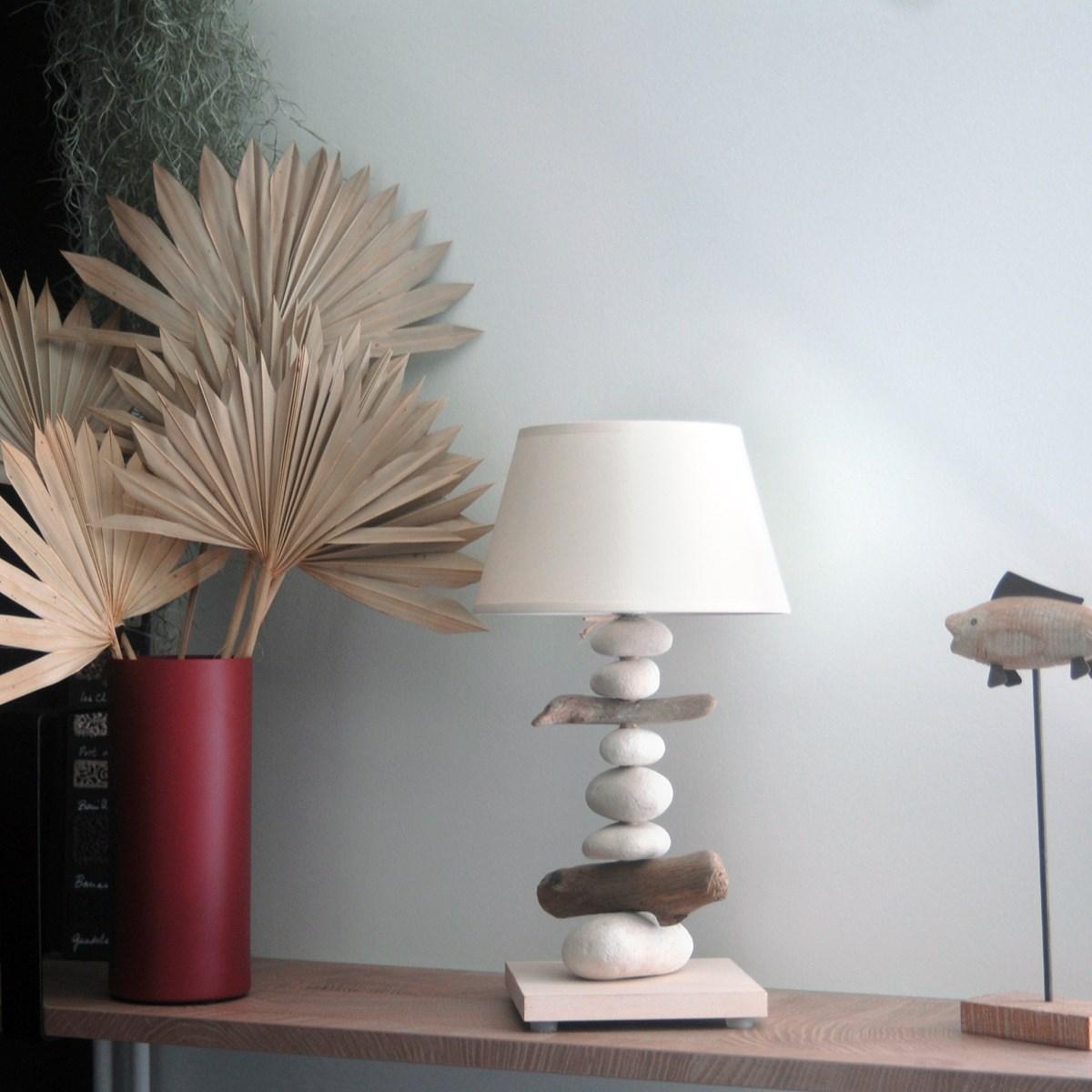 Lampe de chevet en bois blanc cassé