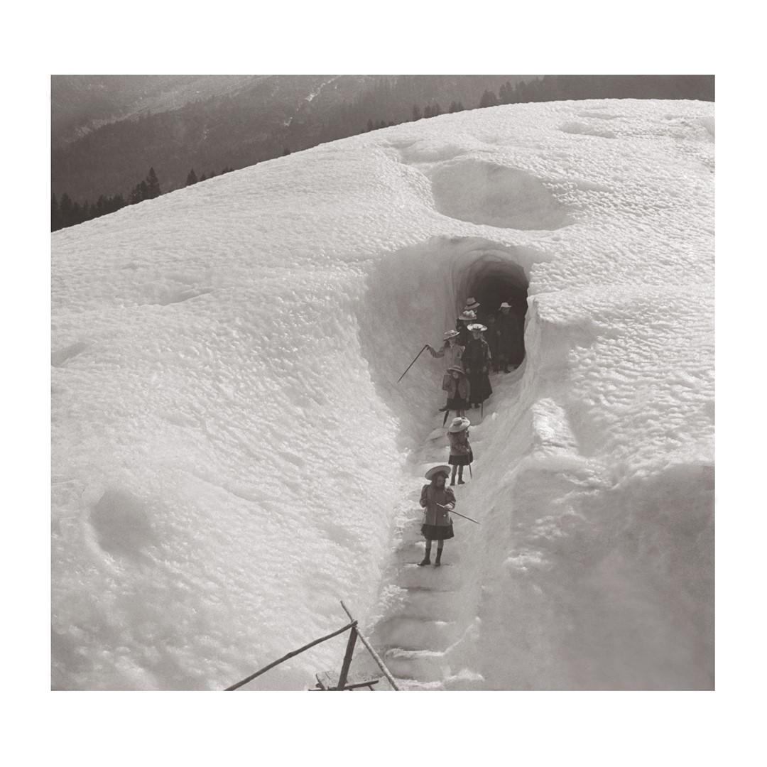 Photo ancienne noir et blanc montagne n°26 cadre noir 60x60cm