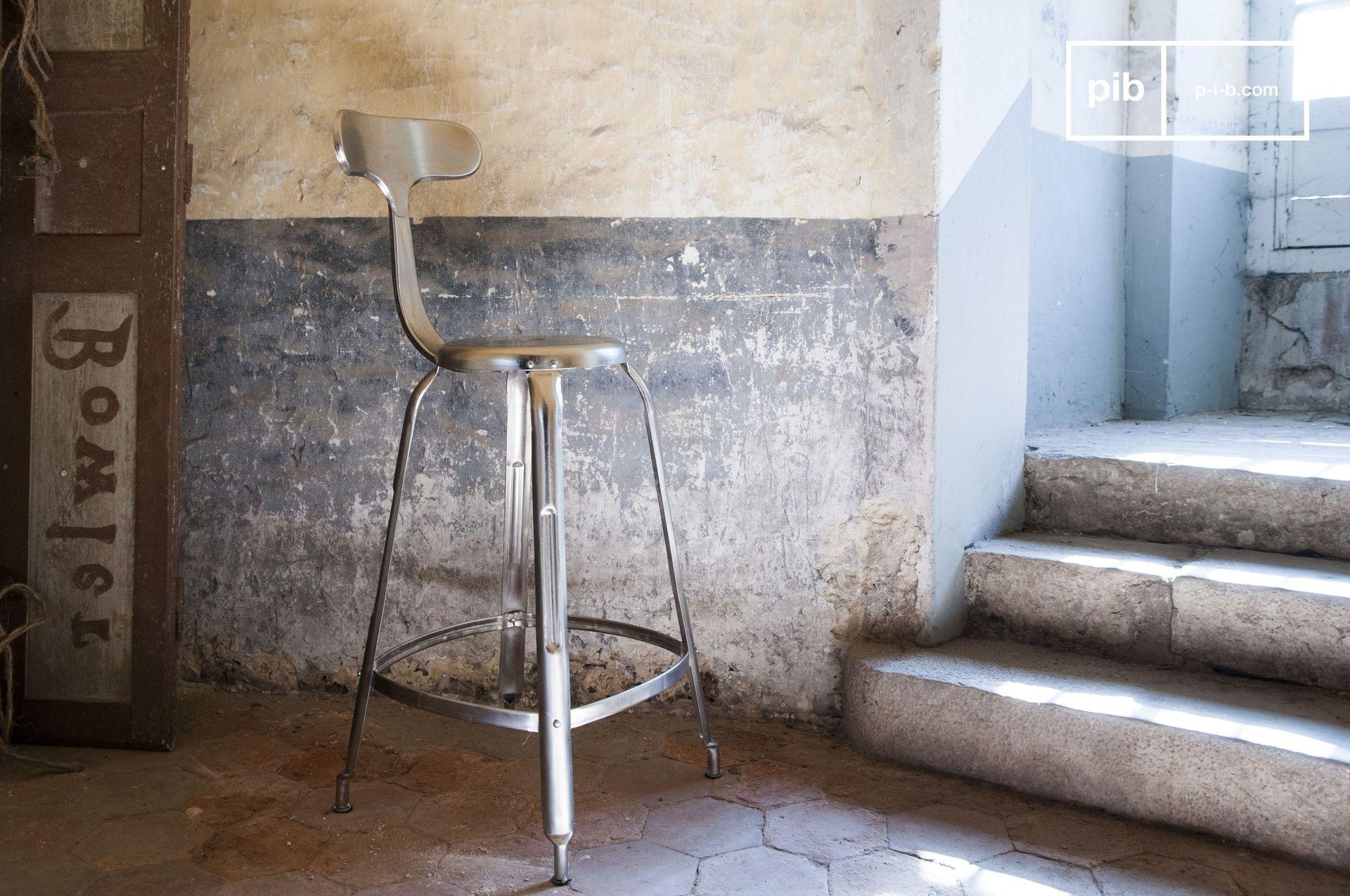 Chaise de bar à rivets en métal argenté