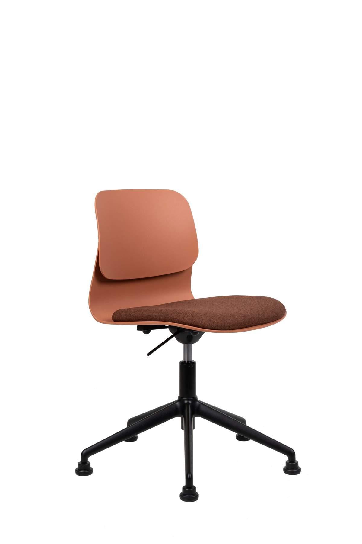 Chaise de bureau design terracottta pivotante sur roulettes