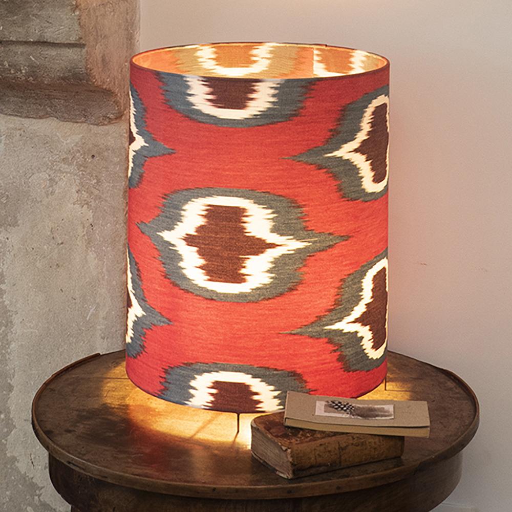 Lampe à poser rouge en ikat H34