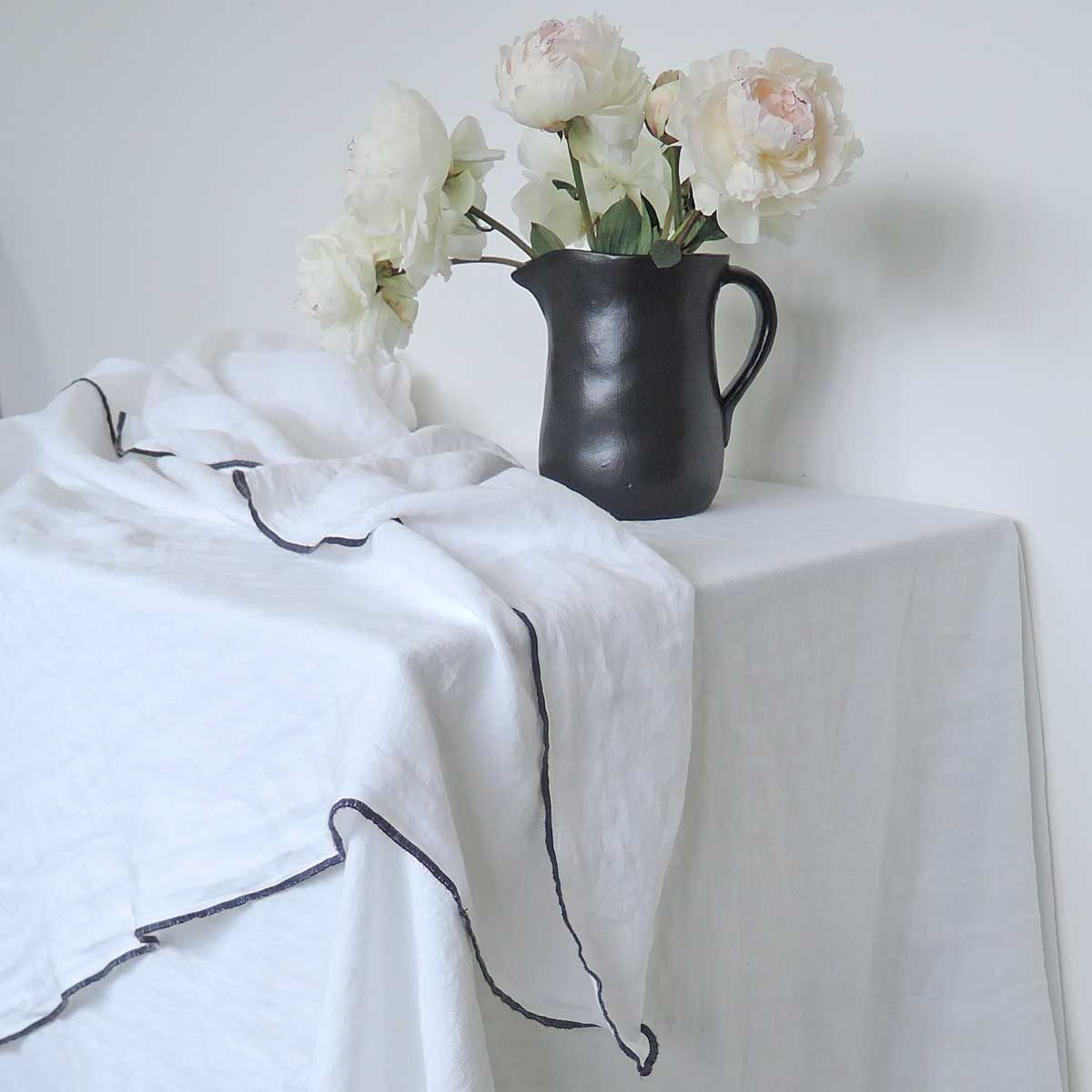 Nappe en lin lavé et surjet blanc - 170 x 300