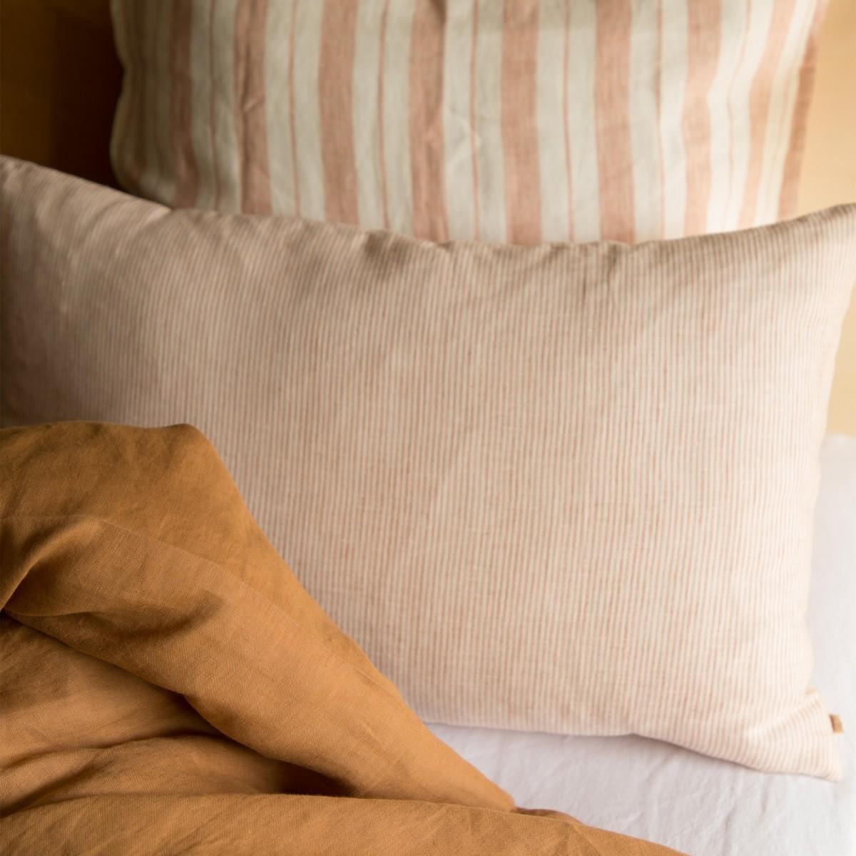 Coussin en lin lavé fines rayures rose/crème 40x65