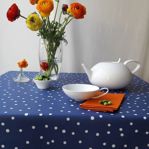 Confettis Nappe Enduite Ovale Blanc 160 X 200 Cm Maisons Du Monde
