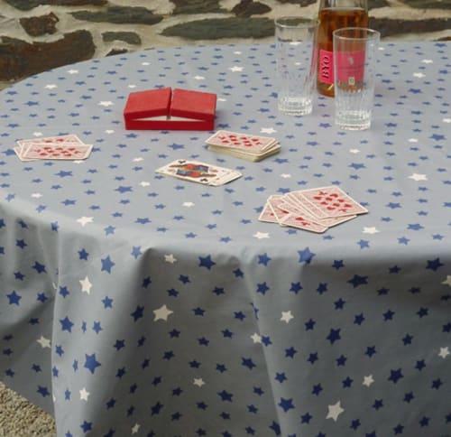Etoiles Nappe Enduite Ovale Bleu 160 X 240 Cm Maisons Du Monde
